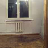 Вторая комната без мебели, площадь 10 метров, предыдущая была 17 метров