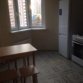 Вот стол и стулья. Кухня в хорошем состоянии.