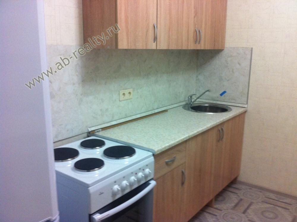 Фотография со стороны окна-эркера на кухонный гарнитур