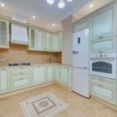 На кухню заказали мебель из Италии, эргономичную и экологически чистую, из массива.