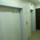 Фото общей двери - на этаже всего 4 квартиры