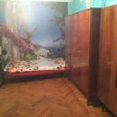 Так видно необычные фото-обои и то, что комната действительно большая: аж 19 метров!