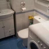 В ванной комнате есть стиральная машина, мойдодыр - всё новое и сдается квартира в первый раз!