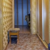 Коридор, в котором установлены шкафы-купе