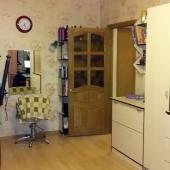 Достаточно просторная комната для аренды и проживания, и тоже как и в спальне есть ТВ