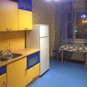 Здесь хорошо видно кухню со столом