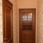 Коридор, дверь в комнату (спальня), фотография