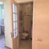 Фото из коридора в сторону кухни и санузла