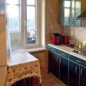 Фотография кухни вместе со столом
