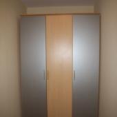 Есть шкаф вот такой симпатичный
