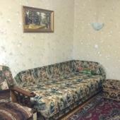 Там 2 дивана в этой комнате