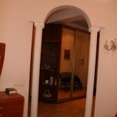 Коридор и гостиная комната