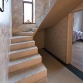 Фотография лестницы снизу