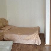Немного за стеной есть вот такая кровать