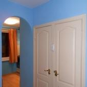 Коридор и двери в ванную и санузел