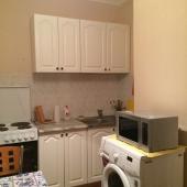 Это кухня в квартире на 2 этаже 17-ти этажного дома № 11 на А. Арцимовича недалеко от Профсоюзной улицы
