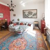 Это так называемая гостиная зона или большая комната в этой квартире