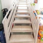 Это лестница на второй этаж или 2-ой уровень