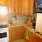 Телевизор, плита, слева холодильник - всё новое