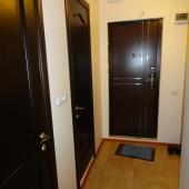 Коридор общий - вид входной двери