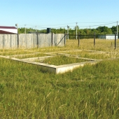 На участке есть готовый бетонный фундамент 10 на 10