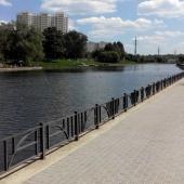 Еще раз повторим: недалеко от дома есть Беловежский пруд и там такая красота!