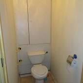 Вот туалет - аккуратный, но как говорили, требует ремонта более дорого или тюнинга