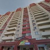 Сам жилой дом - в нем 17 этажей