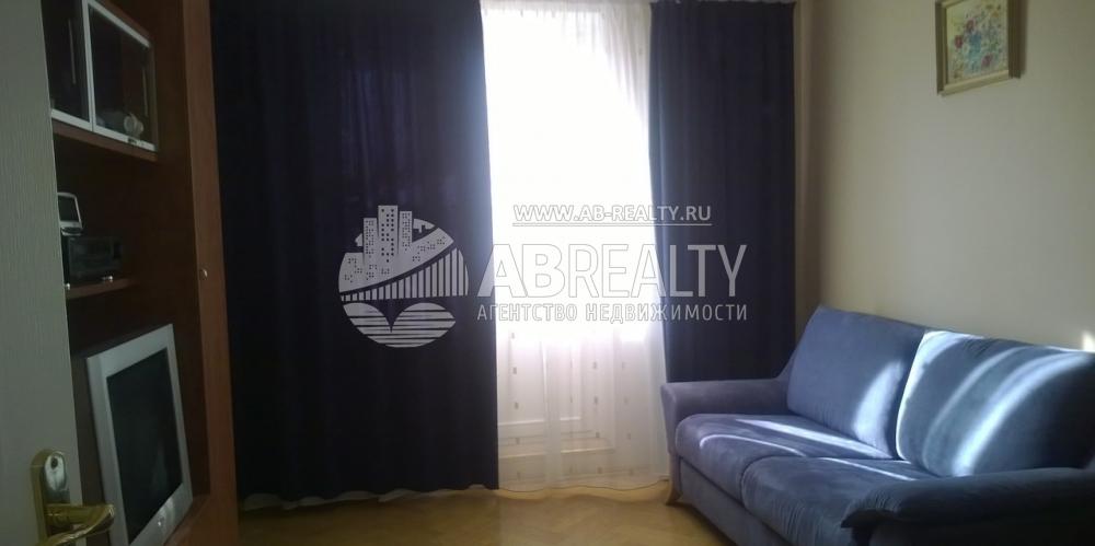Единственная жилая комната в однокомнатной на А. Анохина 5к1