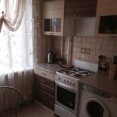 На кухне газовая плита стоит
