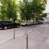 Во дворе стихийная парковка