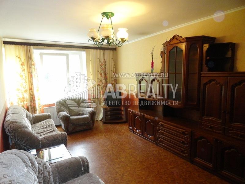 1 большая комната в этой продаваемой квартире на Перекопской 21к1