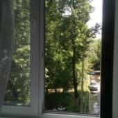Такой вид открывается во двор из окна