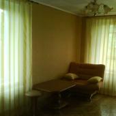 Комната угловая, окна выходят на 2 стороны