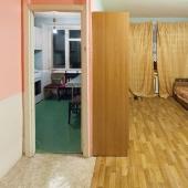Это проход на кухню через комнату