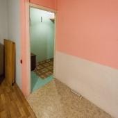 """Стандартный проход из  кухни через жилую комнату в коридор как в """"пятиэтажках"""""""