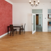 Двери на кухню и коридор или холл