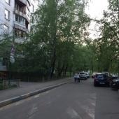 Стихийная парковка перед домом