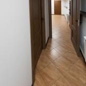 Это коридор, слева вход в одну из комнат