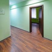 Есть коридоры с зелеными стенами