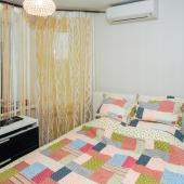 А за дверью вторая комнатка - спальня с кроватью и тумбочкой, и кондиционером!
