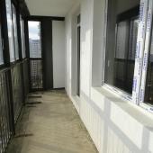 Находимся на шикарной лоджии в квартире по ул. Анны Ахматовой, дом №10