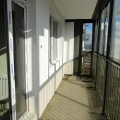 Лоджия, как вы можете видеть, проходит вдоль всей квартиры