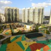 А это уже вид во двор их 2-х комнатной квартиры в п. Внуковское, ул. А. Ахматовой, д. 10
