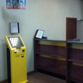 Даже пока еще стоят банкоматы, но их должны забрать