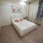 Спальня сделана в бежевых тонах