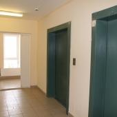 Окно и двери лифтов