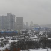 """Из окон видны новые дома у метро """"Юго-Западная"""" и тамошний район"""