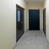В коридоре у общей двери