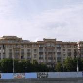 Дом со стороны другого берега р. Москвы